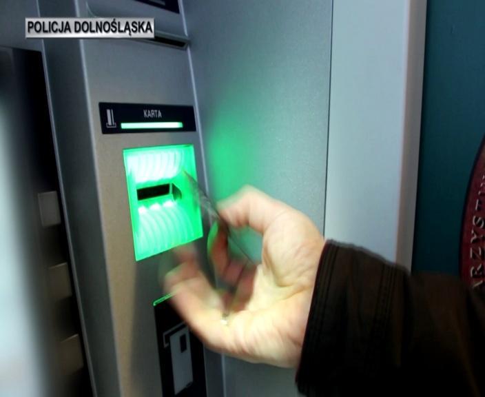 Uważajmy przed świętami korzystając zbankomatów