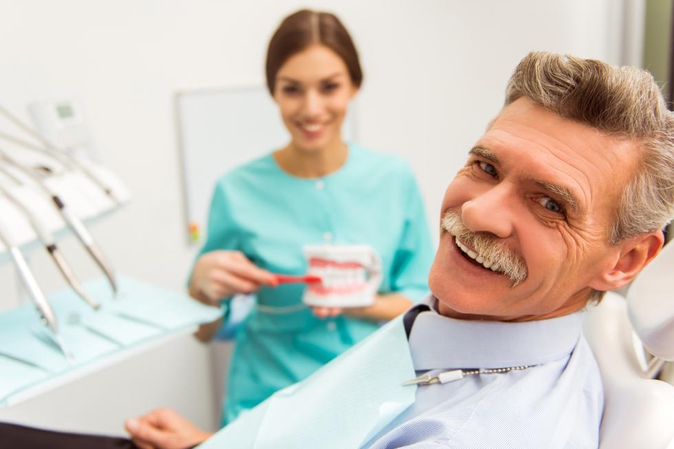 Denturyzm, czyli turysta udentysty - dlaczego Europejczycy leczą zęby za granicą?