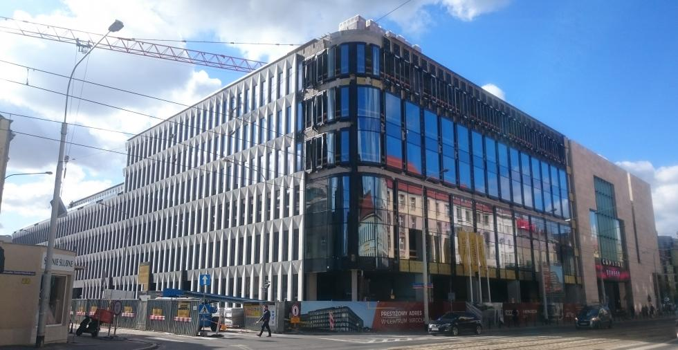 Budowa Retro Office House weWrocławiu zgodnie zplanem