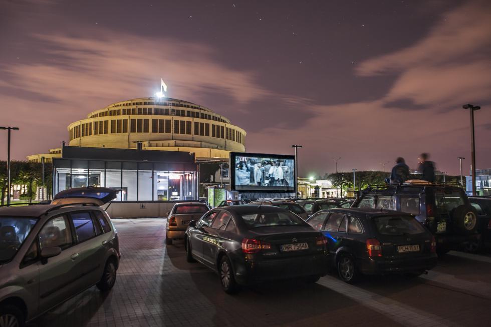Kino Samochodowe na parkingu przy Hali Stulecia