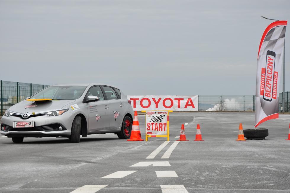 Toyota iAkademia Bezpiecznej Jazdy poprowadzą bezpłatne szkolenia zekojazdy wJelczu-Laskowicach