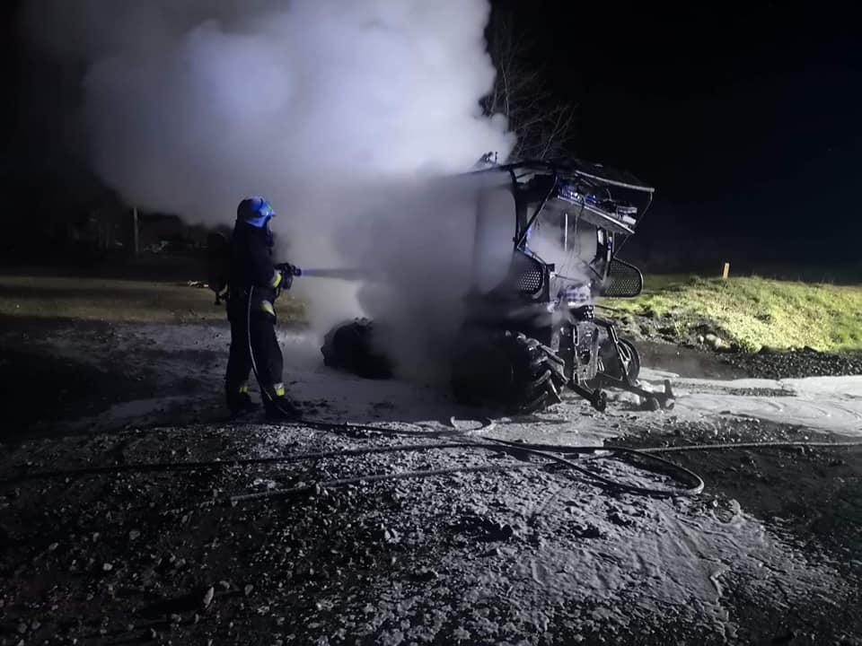 W nocy spłonął ciągnik