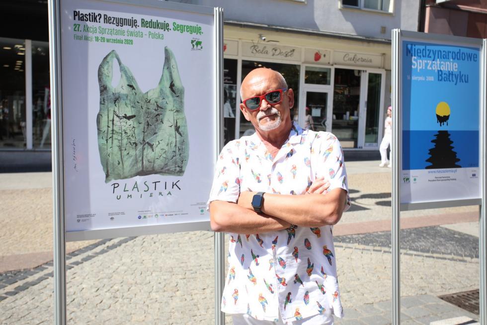 """Wystawa plakatów """"Andrzej Pągowski non profit dla Fundacji Nasza Ziemia"""" zainaugurowana"""