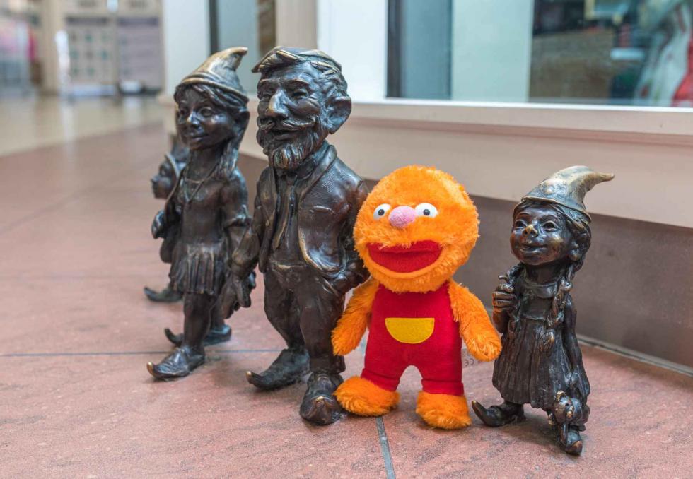 Za zakupy wArkadach Wrocławskich można odebrać maskotkę, która ma przypominać dzieciom omyciu rąk